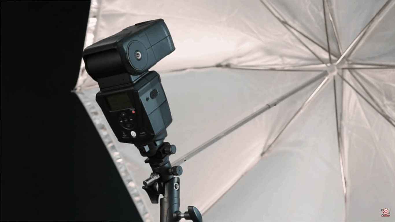 LumoPro 180 on umbrella attached via hot shoe off center